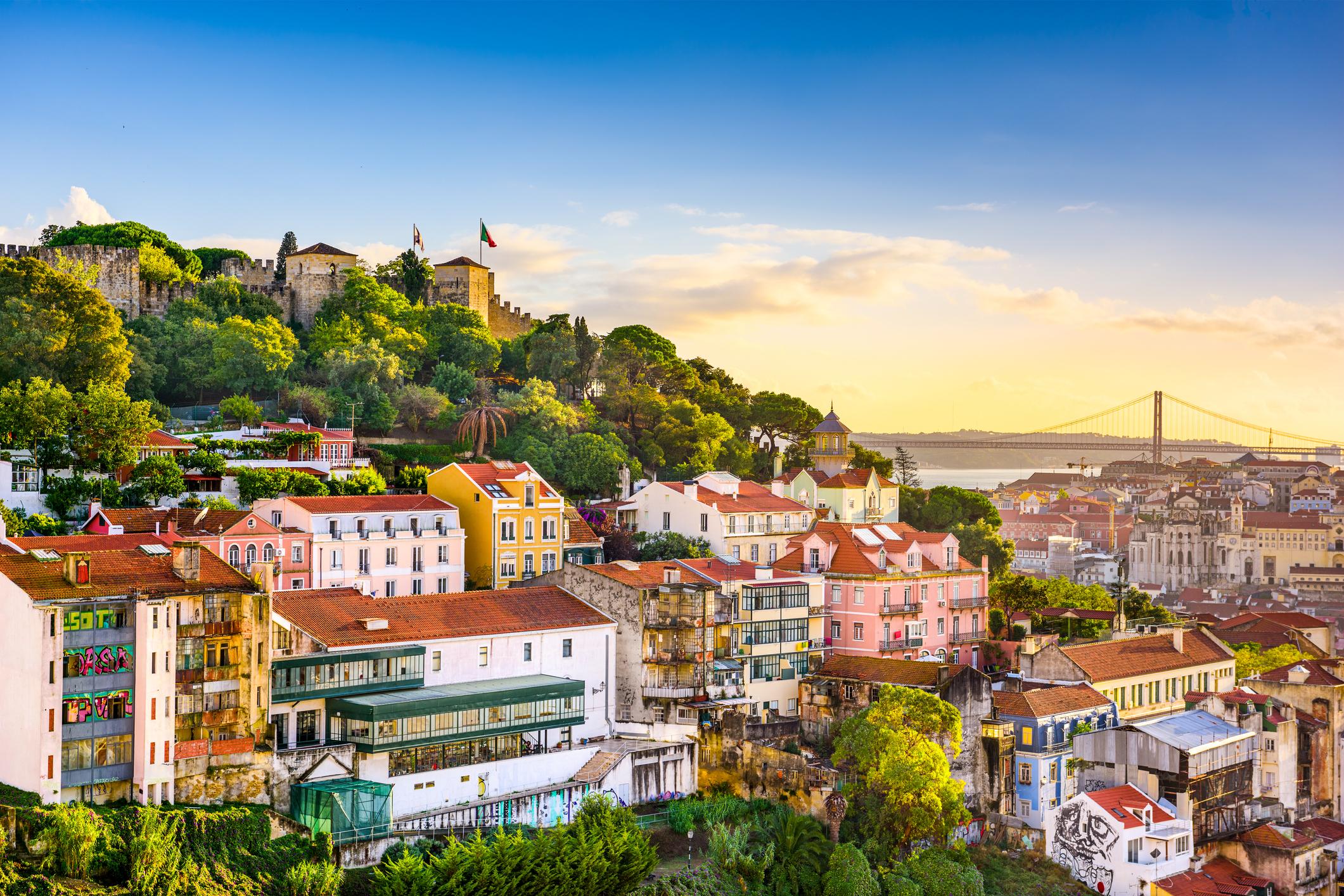 Se alt Lisboa har å by på med leiebil